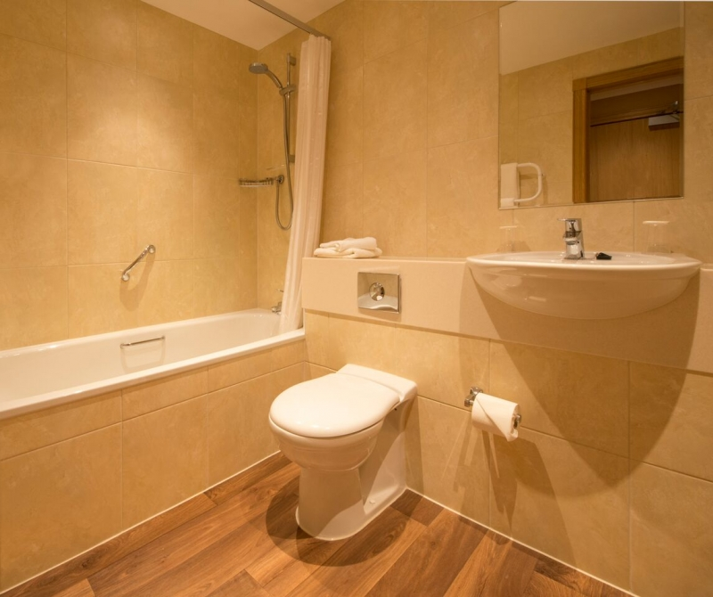 Spotless bathrooms with Lochs & Glens Scottish hotels.