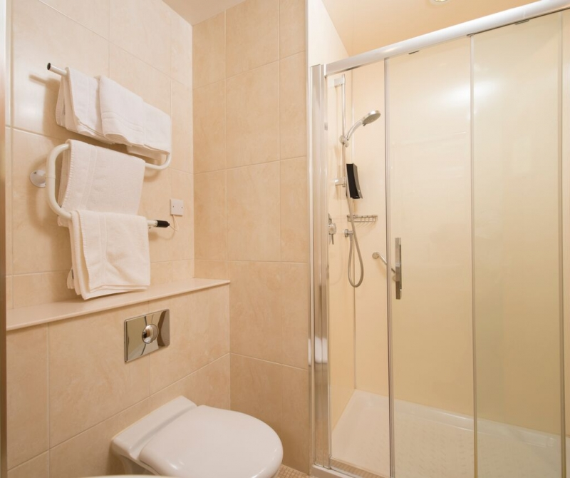 Spotless bathrooms with Lochs & Glens hotels.