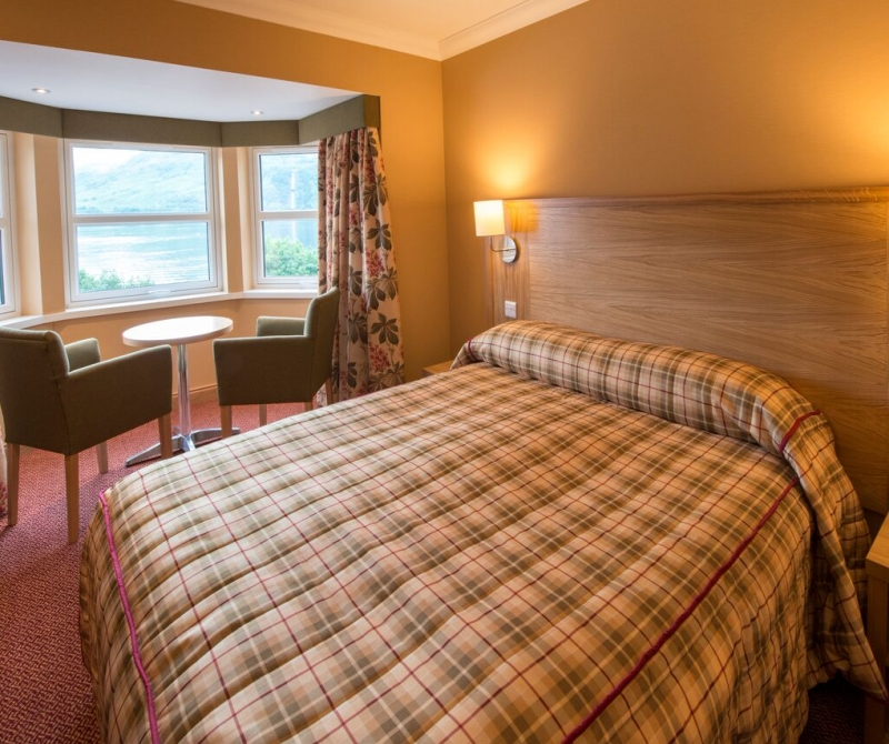 King Rooms with views over Loch Lomond, a prefect hub to explore Scotland with Lochs & Glens coach tours.
